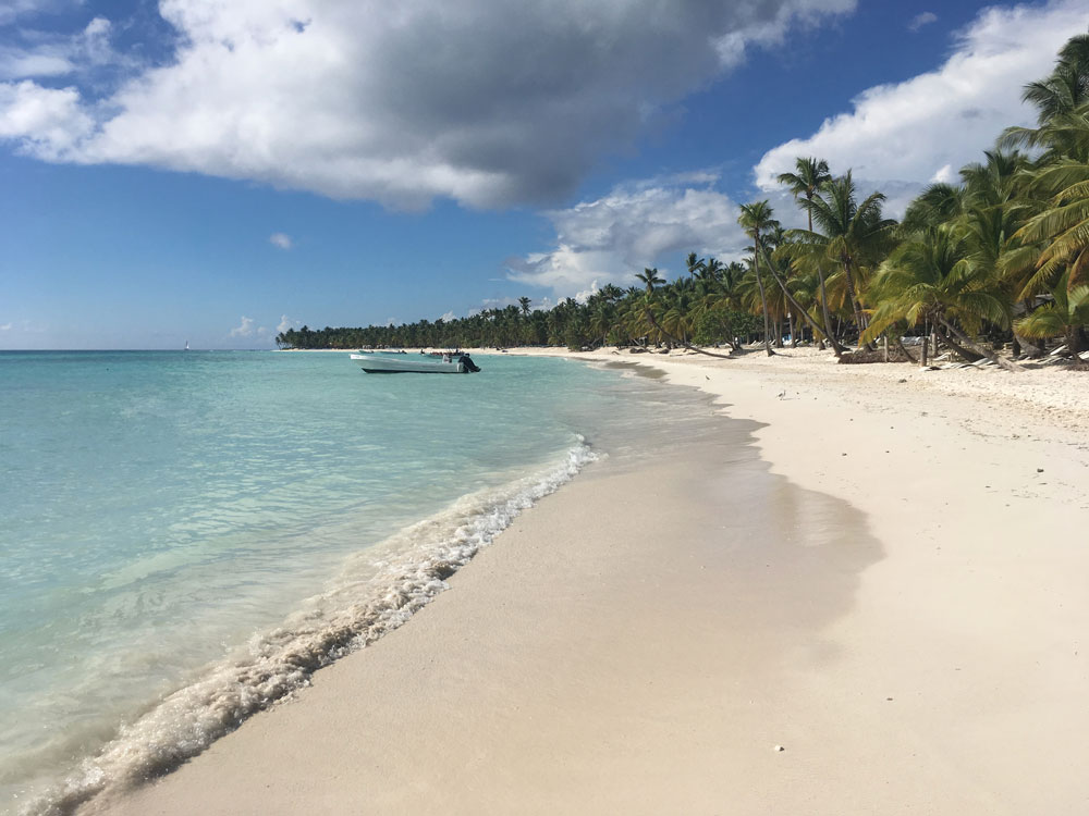Иногда рабочее место выглядит так. Остров Саона, Доминиканская Республика