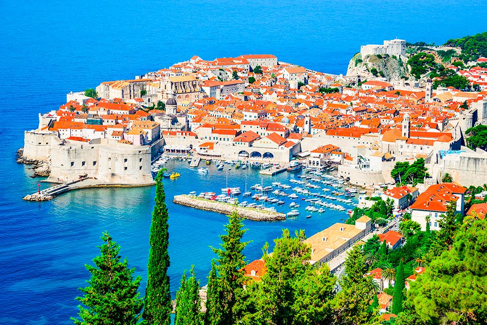 Сверху видно, насколько город небольшой и как аккуратно поместился в крепостной стене. Источник: cge2010 / Shutterstock