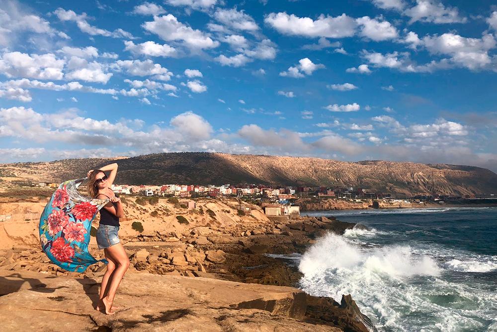 В городке Имсуане есть несколько мест, где можно наблюдать, как о скалы разбиваются волны — очень красиво. С другой стороны города песчаные пляжи