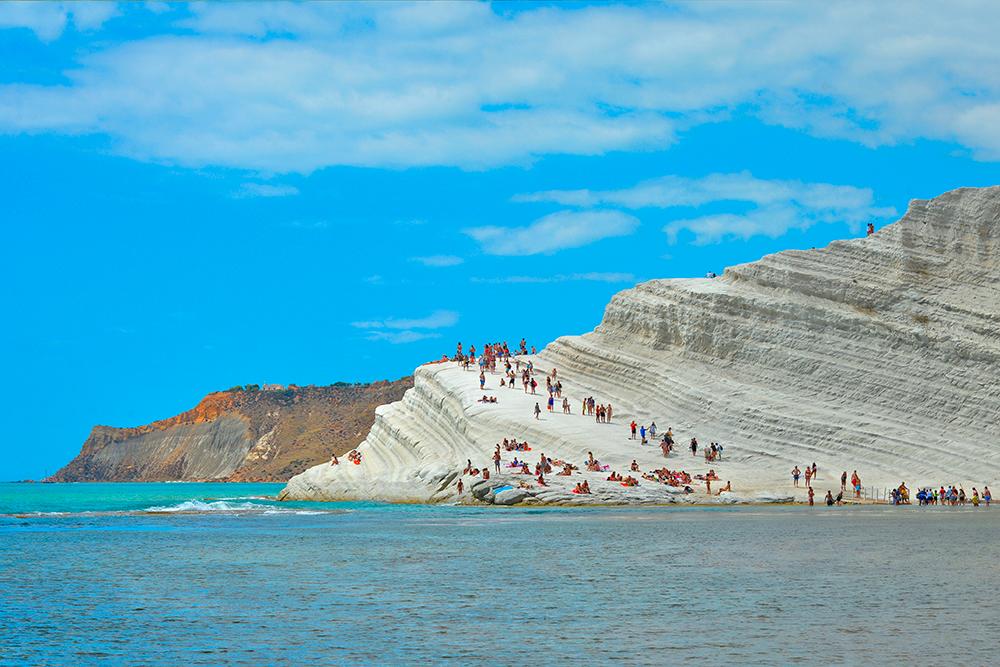 Если остаться на Скала-деи-Турки и встретить закат, есть риск навсегда влюбиться в Сицилию и ездить отдыхать только туда. Источник: poludziber / Shutterstock