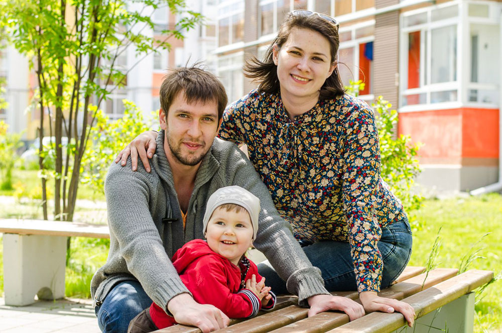 Валерий и Ольга с младшим ребенком