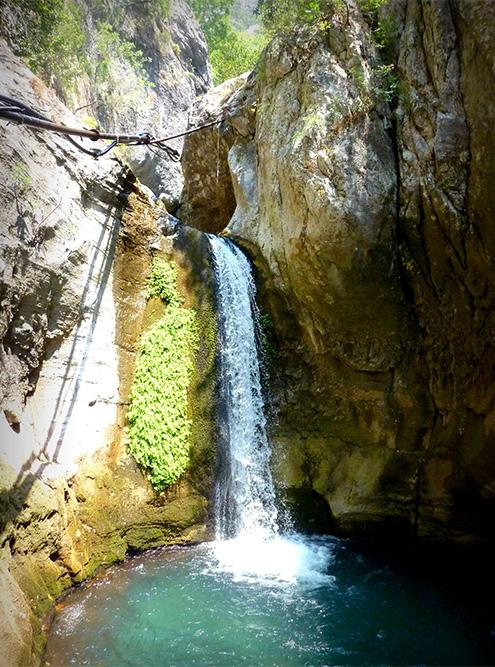 Каньон Сападере заканчивается небольшим водопадом