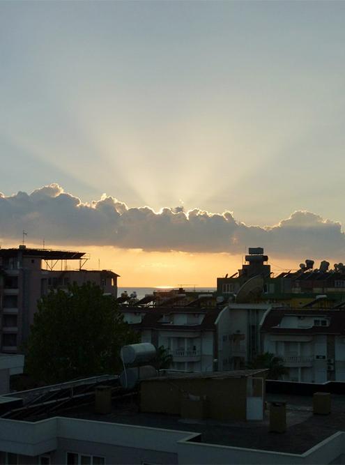 В сентябре солнце садится в море. Вид из отеля Kleopatra Golden Sun 3*