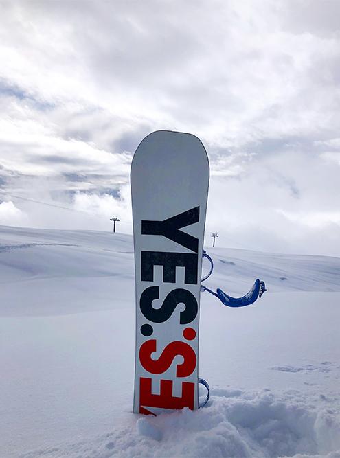 Если приходишь на трассу первым, успеваешь покататься по нетронутому снегу. Источник: Александр Изотов