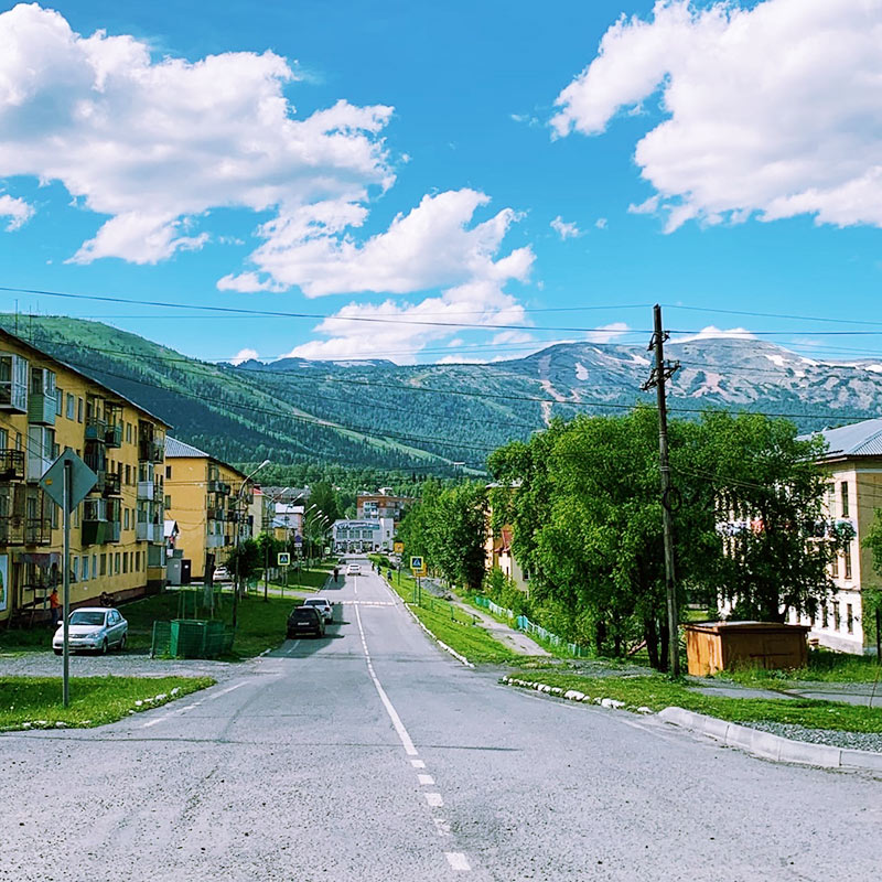 В поселке Шерегеш всегда большой выбор жилья, даже в бархатный сезон. Если в центре поселка мест не осталось, свободная квартира или дом найдется в районе старого Шерегеша