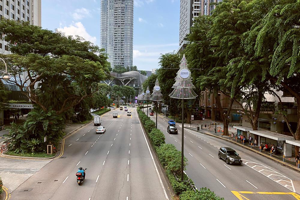 В Сингапуре левостороннее движение