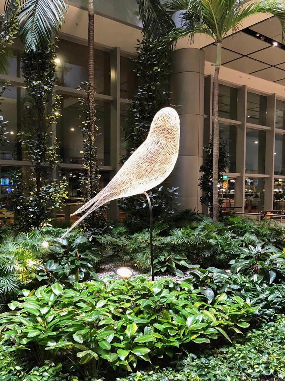 Уже в аэропорту понятно, что в этом городе любят красоту и роскошь. Сова светится тысячами ярких лампочек