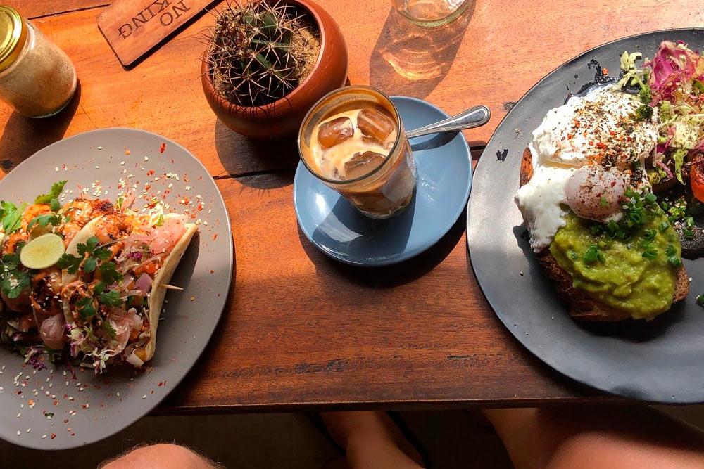 Завтрак с кофе, такос и тостом с авокадо в модном кафе обошелся в 3800 Rs (1482<span class=ruble>Р</span>)