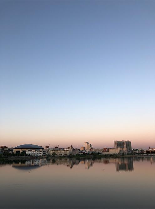 Самое лучшее время дляпрогулки по набережной озера Кабан — на закате