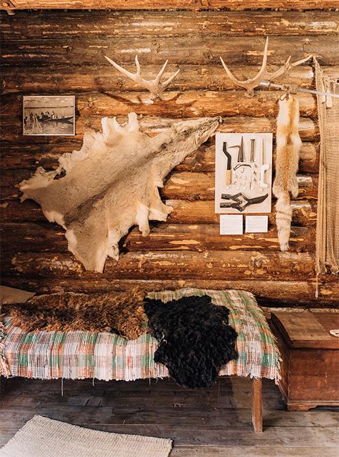 В музее показывают древний быт рыбаков Поволжья: сети, шкуры, самодельные крючки и гарпуны. Источник: Анастасия Губинская