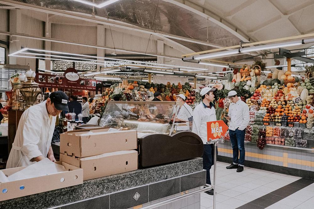Дорогомиловский рынок — место, где можно купить свежие качественные продукты. Но овощи здесь стоят слишком дорого
