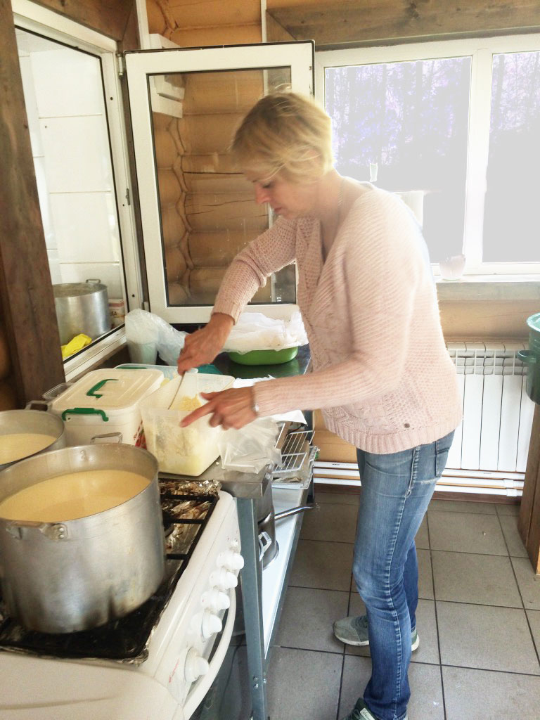 Оксана часто сама делает кисломолочные продукты вцехе
