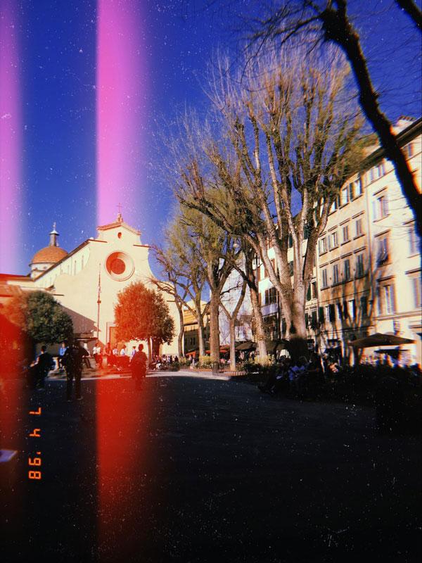 Еще одна знаменитая барами, ресторанчиками и гуляниями площадь — Санто Спирито