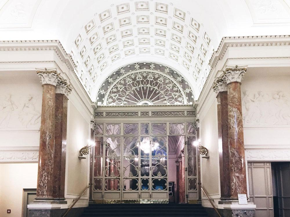Вход в главный театр Флоренции — Teatro della Pergola