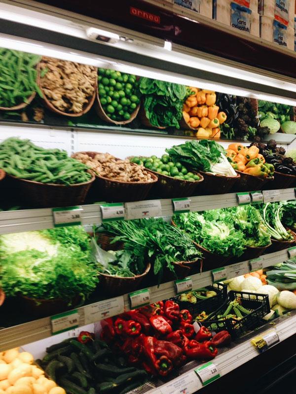 Свежие овощи и зелень есть всегда