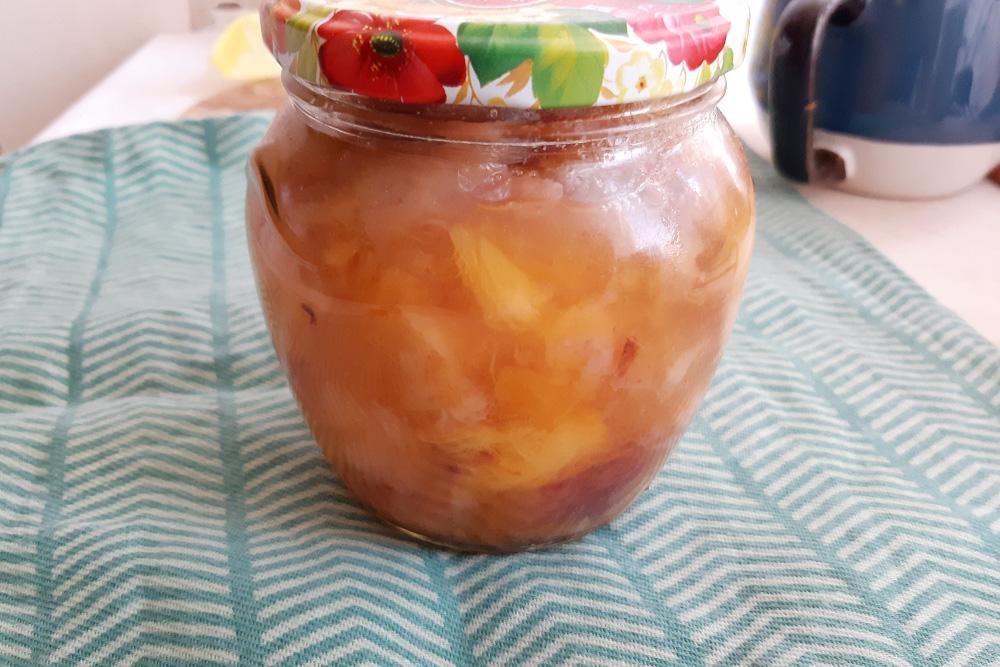 Из невзрачных персиков, абрикосов и инжира я сварила варенье