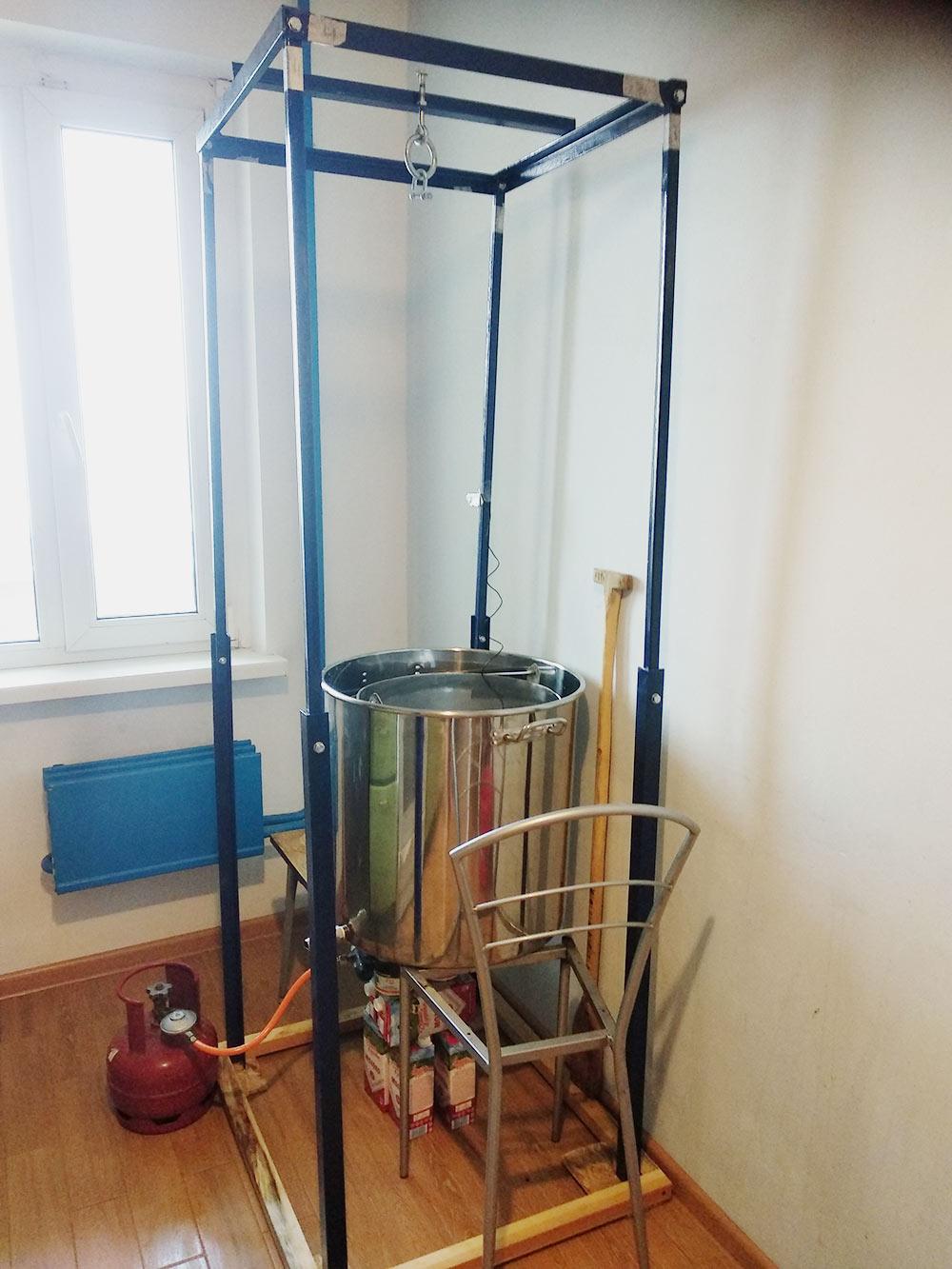 Подготовил оборудование кзатиранию, собираюсь сварить около 75литров американского пшеничного эля. Зачем нужна синяя металлическая конструкция — расскажу далее
