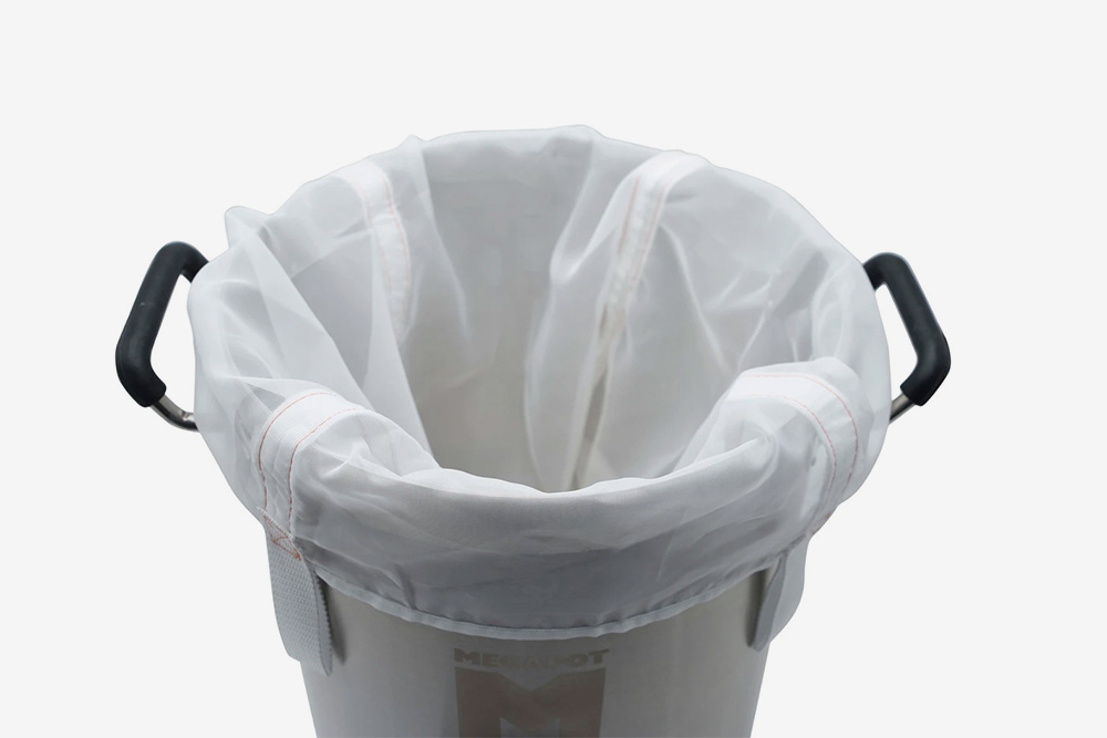 BIAB-мешок — это простой нейлоновый мешок, который вставляется в сусловарник в самом начале затирания. Мешок хорош как бюджетная альтернатива бункеру, но только принебольших объемах варки, иначе он может порваться подвесом мокрого солода
