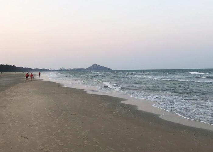 Пляжи в Таиланде совсем опустели: загорать и купаться запрещено