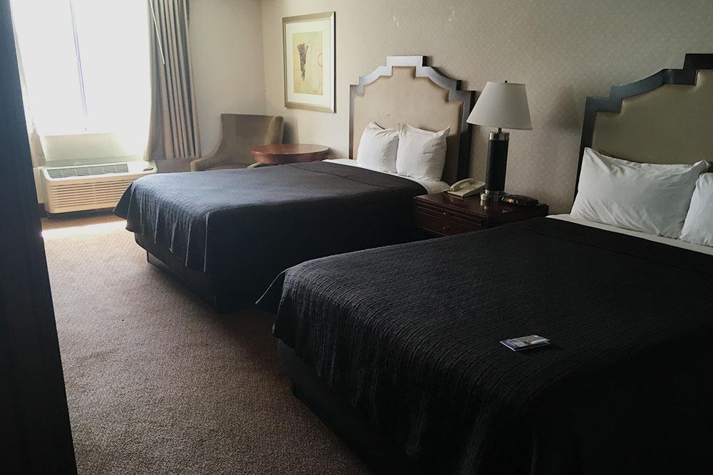 Две огромные кровати в отеле Лас-Вегаса
