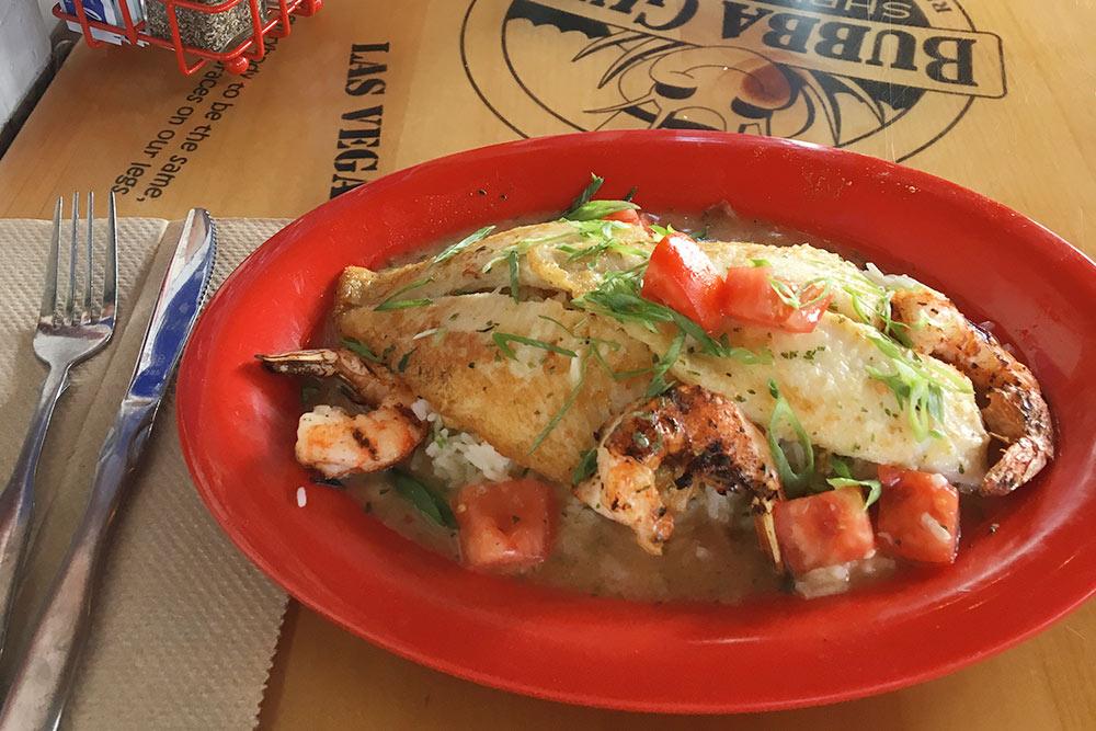 Рыба с креветками и рисом за 19,99$ в Bubba Gump Shrimp