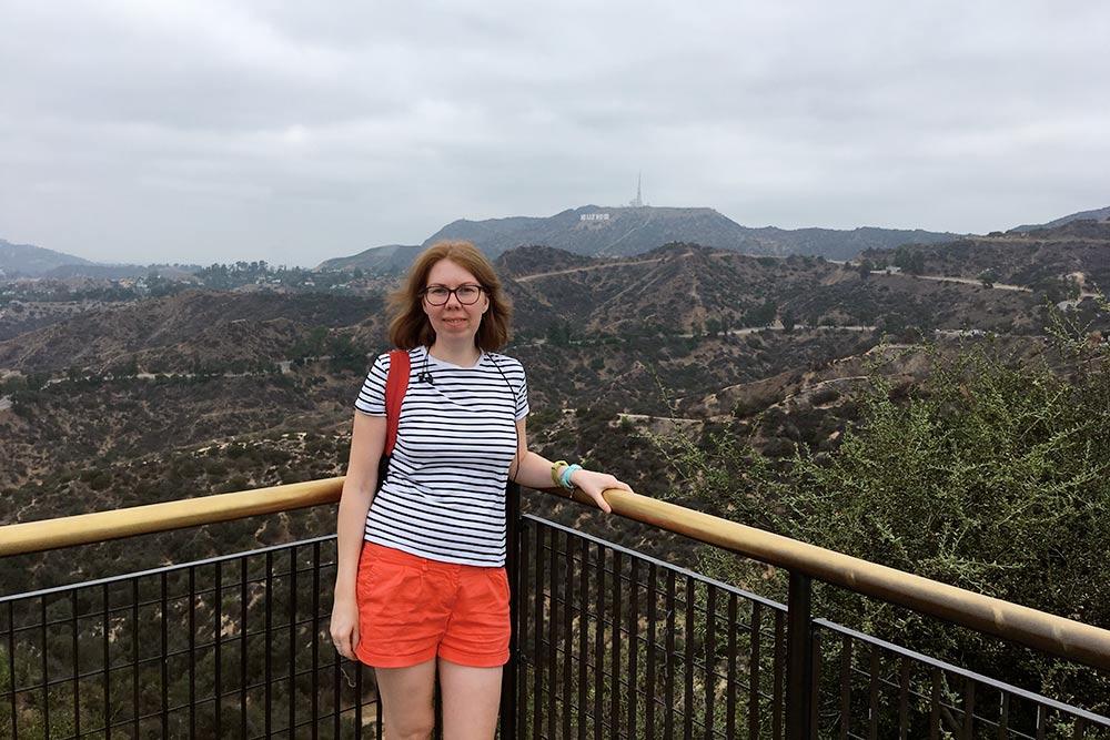 Голливудские холмы и буквы Hollywood вдалеке
