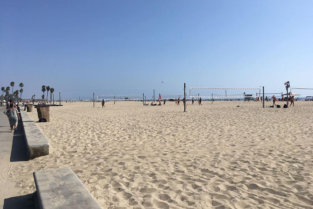 Пляж Санта-Моники поражает своими просторами