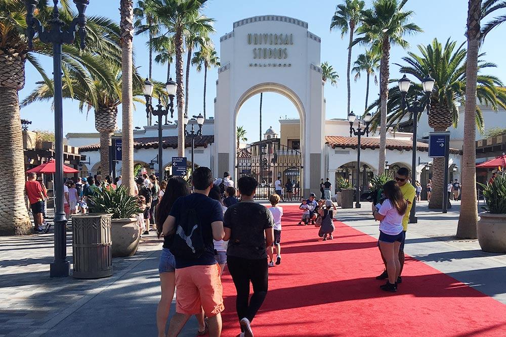Вход в Universal Studios Hollywood
