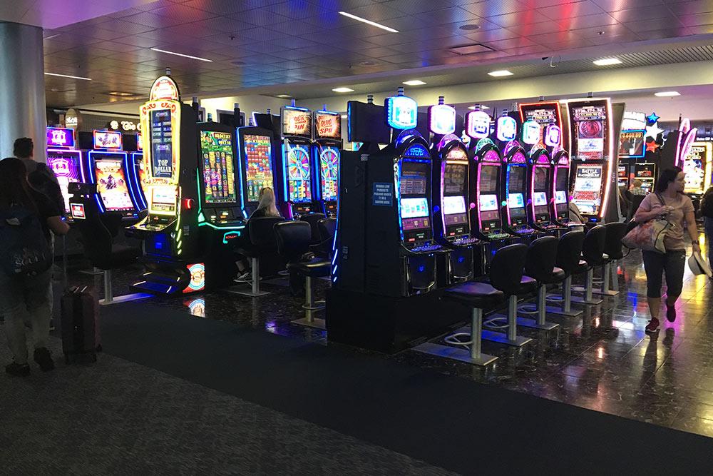 Игровые автоматы стоят даже в аэропорту Лас-Вегаса