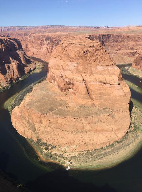 По дороге к каньону мы на полчаса заехали к Подкове — красивому изгибу реки Колорадо