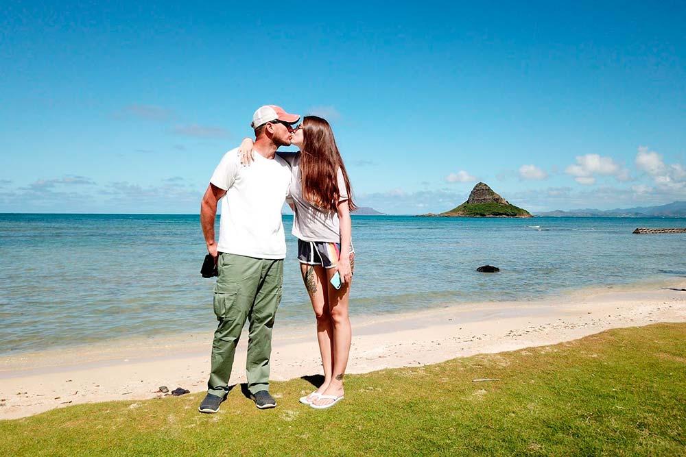 Океан, песок напляже Куалоа-бич-парк, что наострове Оаху