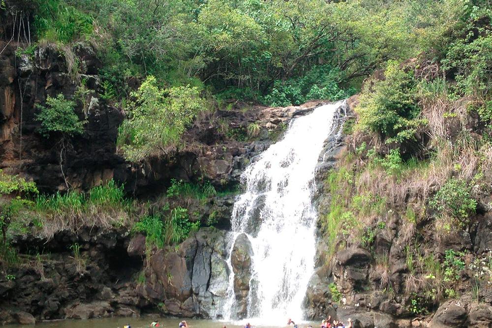 Водопады рядом сдорогой — привычная картина наострове Мауи