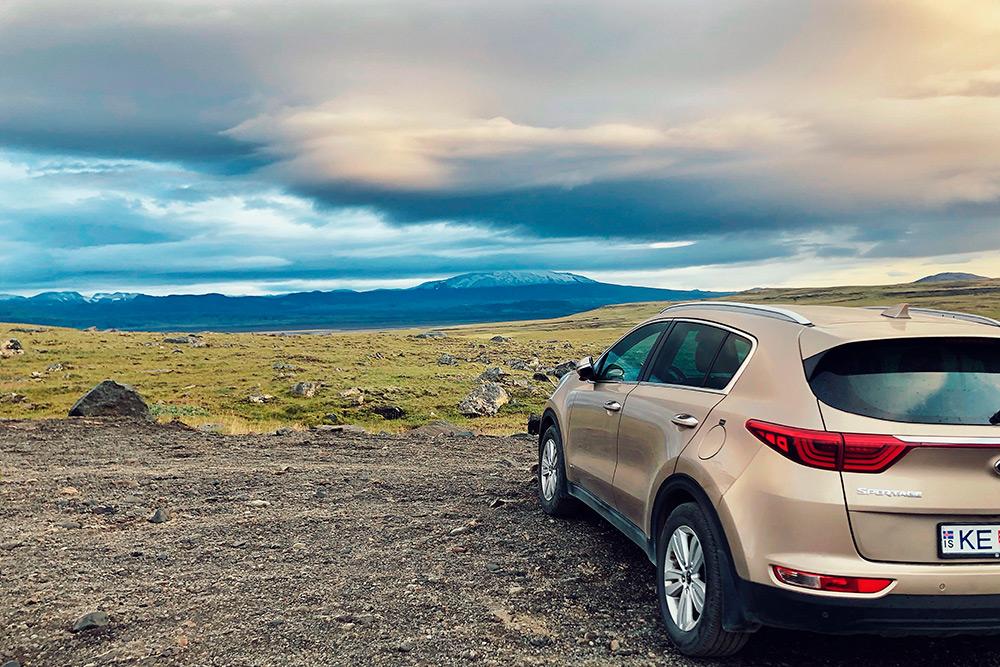 Автомобиль в Исландии позволяет увидеть чуть менее растиражированные достопримечательности и свести к минимуму встречу с людьми, путешествующими массовыми автобусными турами