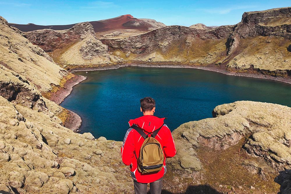 Вид на озеро Kambavatn в кратере вулкана Лаки