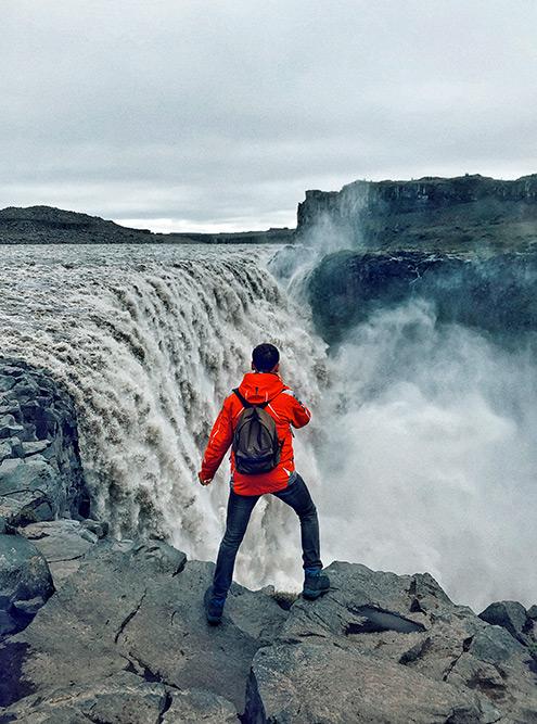 К самому мощному водопаду Европы Деттифоссу мы добирались по очень разбитой дороге