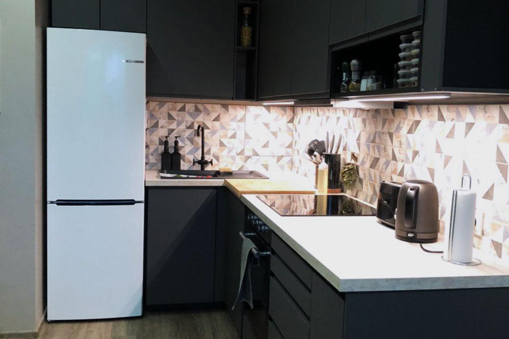 Эту кухню я собрал сам. Ееразмеры — 178×279см