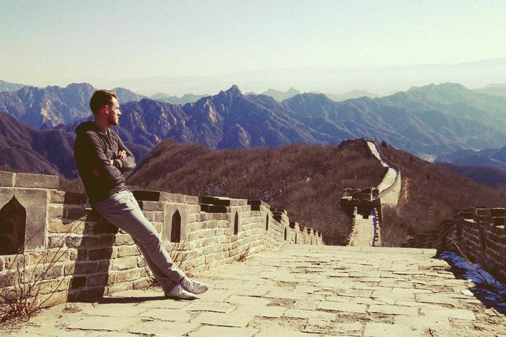 Участок Великой Китайской стены в Мутанью, куда лучше отправляться через турфирму организованным автобусом из центра Пекина. Спросите в любом окошке турагентства в центре города — ориентируйтесь на цену в 85¥ (829 рублей)