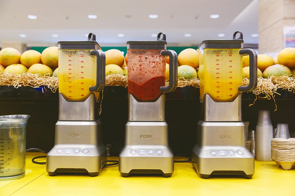 В неделю через блендеры проходит 500 кг манго