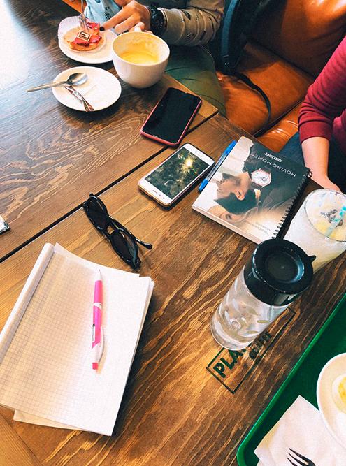 На писательских завтраках я поняла, что людям очень не хватает реального общения