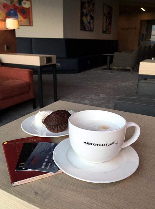 Приятнее ожидать посадки в самолет в спокойной обстановке и с чашкой кофе