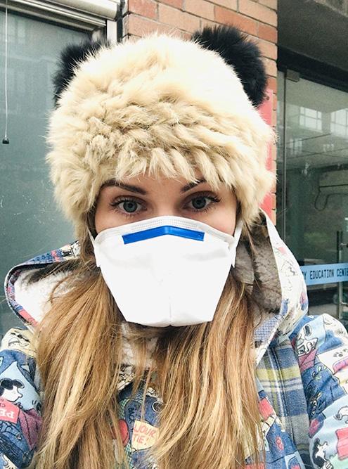 Такая маска не спасает от смога, а дает лишь моральное облегчение