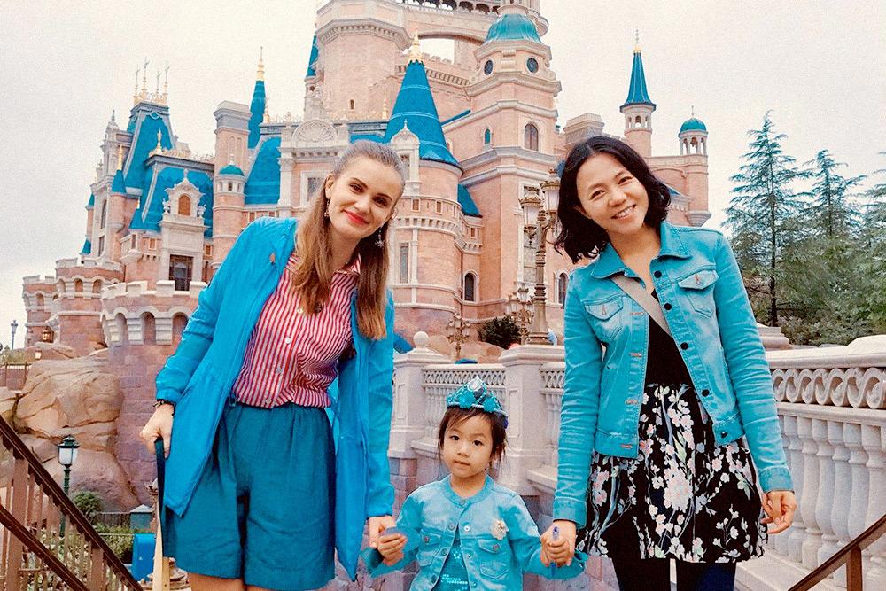 Родители Софи пригласили поехать с ними в «Диснейленд» в Шанхае