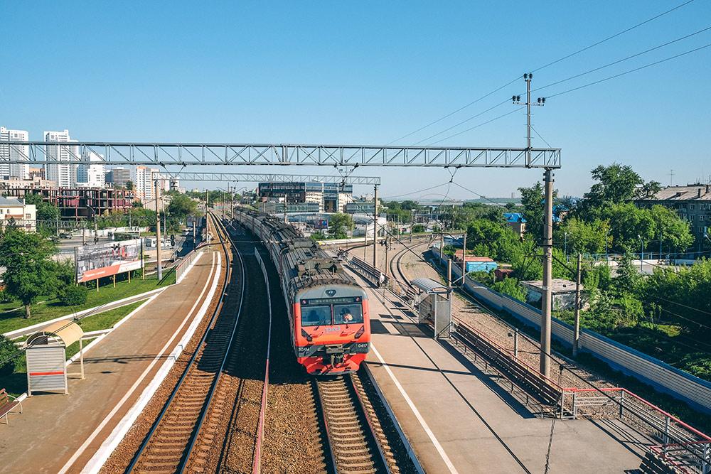 Пригородная электричка до станции Черепаново. Я не каталась, но это популярный рабочий маршрут для многих