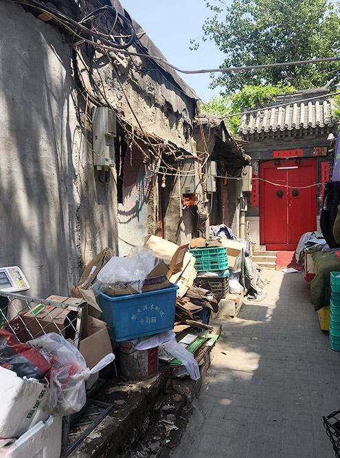 Прогуляйтесь по этим улочкам и узнаете, как живет большинство китайцев — в старинных постройках у себя в провинциях
