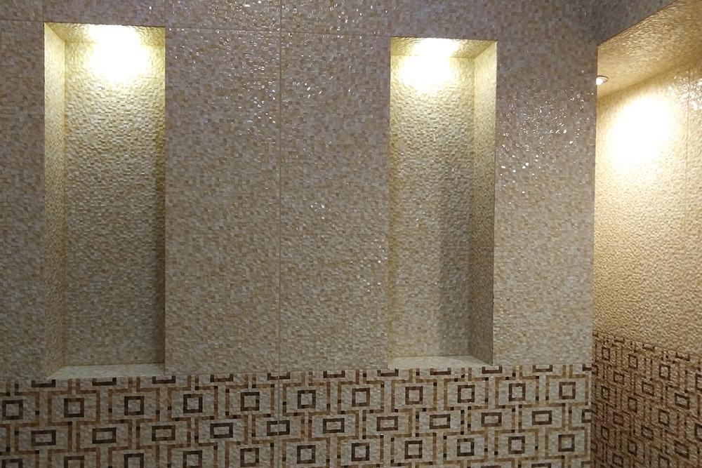 Эти декоративные ниши находились в стене, закрывающей систему вентиляции. Специалисты по оценке решили, что ниши ее повредили