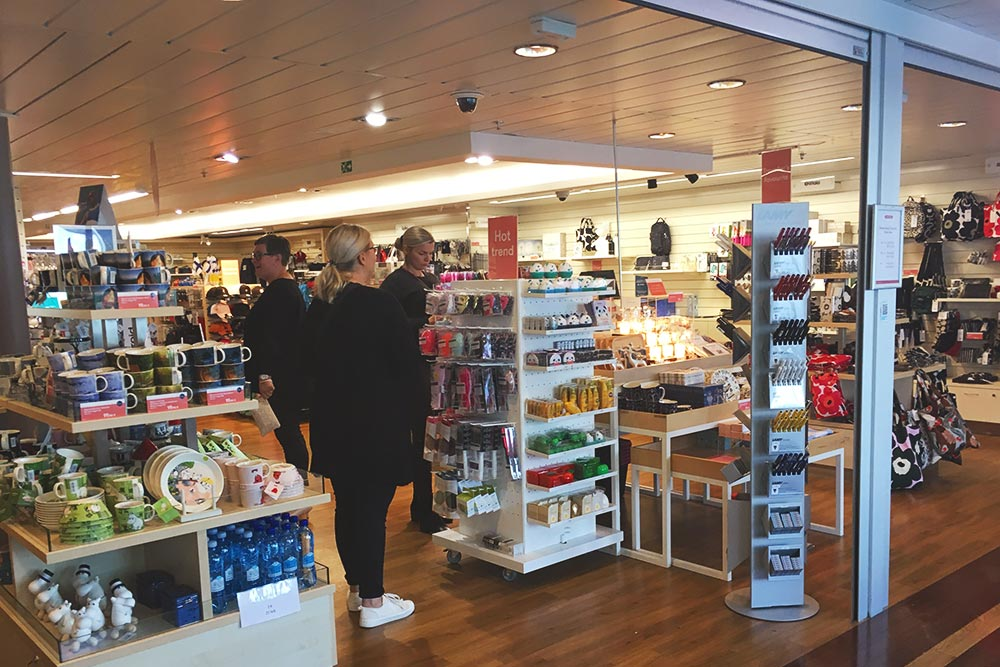 На паромах «Таллинк-Сильи» самые большие сувенирные магазины