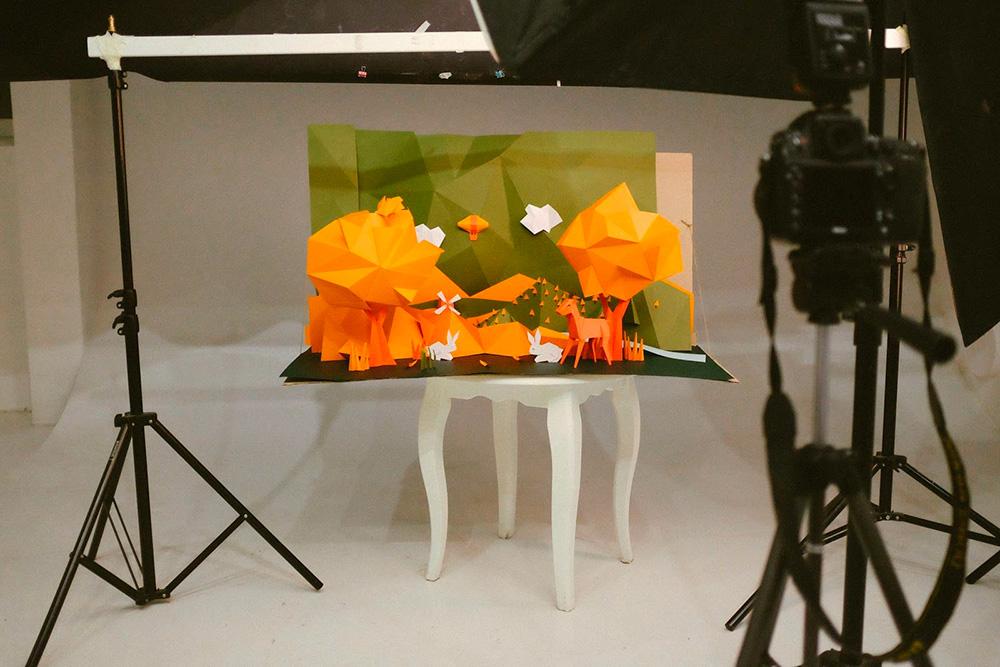 Бумажная осень была создана для рекламной съемки, над которой работало агентство «ТутковБудков»
