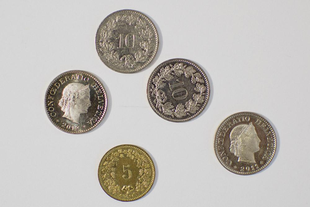 Сдача в сантимах, которую нам дали с евро в швейцарском магазине