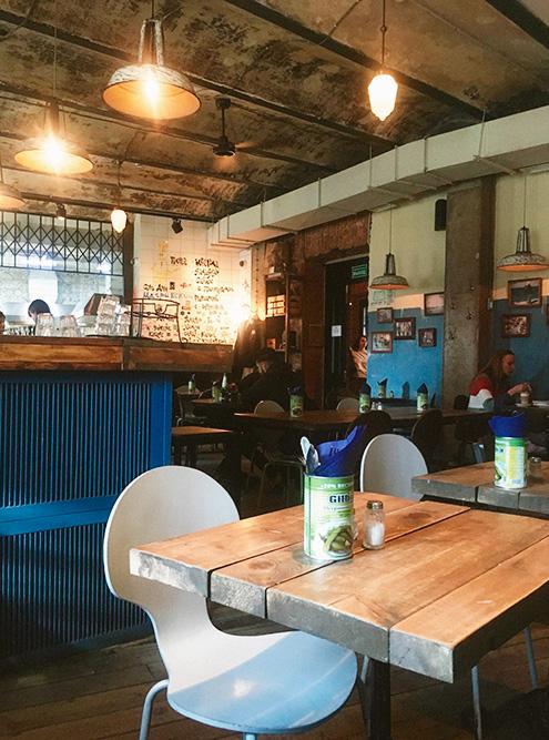 В «Бутылке» на Новой Голландии есть нескольких хороших кафе