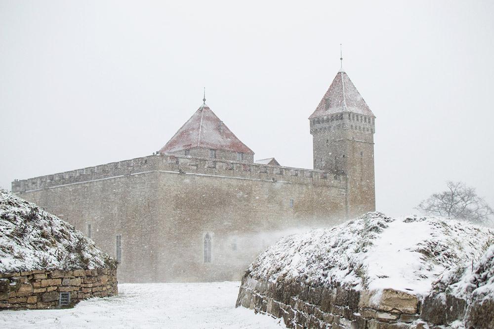 Епископский замок стал для нас укрытием, когда началась снежная буря: порывы ветра достигали 27 м/с